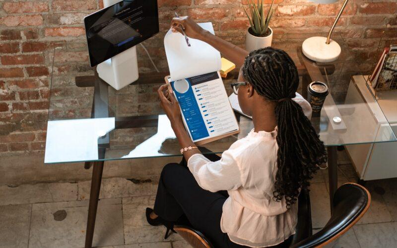 Met deze tips koop je de beste ergonomische kantoormeubelen